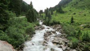 depositphotos_132098104-stock-video-zillertal-alps-stream-water-though